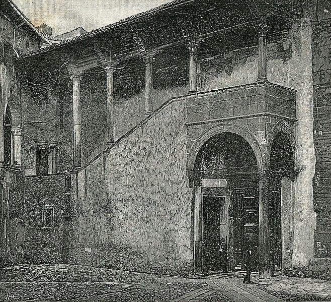 File:Bracciano cortile e scala del castello.jpg