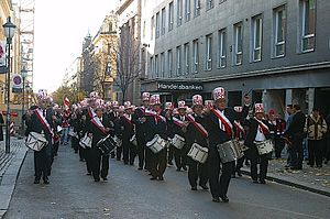 2004 Norwegian Football Cup - Brann supporters on the way to Ullevåll on November 7, 2004