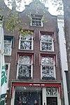 foto van Winkel en woonhuis met klokgevel en kuifstuk in rococostijl