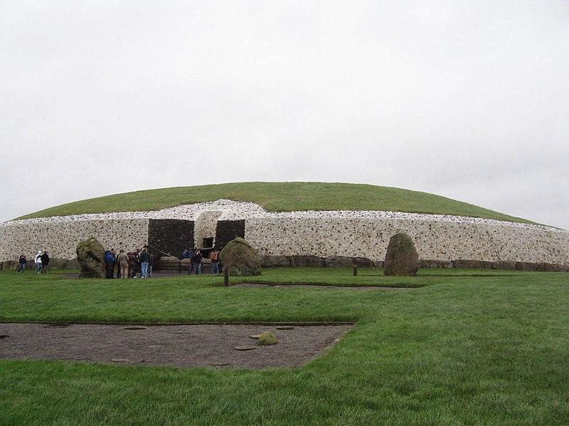 File:Bru na Boinne - Newgrange.jpg