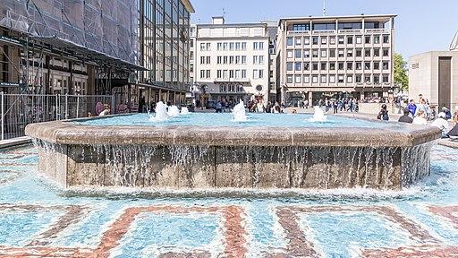 Brunnen Domfontäne auf der Domplatte Köln-0062