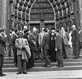 Bundesarchiv B 145 Bild-F010979-0008, Köln, Geistliche Würdenträger besichtigen Dom.jpg