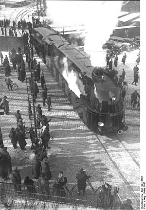 DRG Class 05 - Image: Bundesarchiv Bild 102 16692, Stromlinienlokomotiv e 05 001