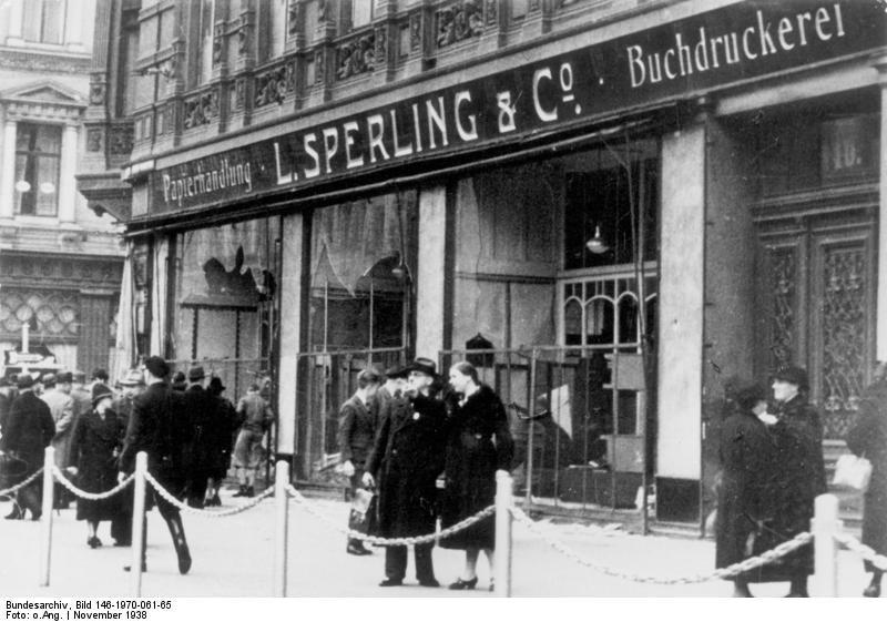 Bundesarchiv Bild 146-1970-061-65, Magdeburg, zerstörtes jüdisches Geschäft