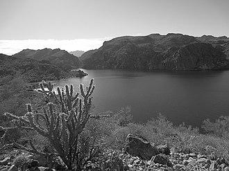 Saguaro Lake - Lake Saguaro Hiking Trail