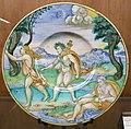 C.sf., urbino, nicola da urbino (attr.), piatto con apollo e dafne, 1525-1535 circa.JPG