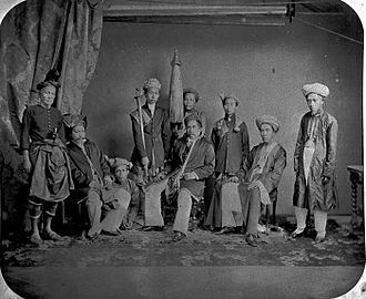 Riau-Lingga Sultanate - The Riau-Lingga noblemen with Sultan Sulaiman II (seated, in the middle). (c.1867)