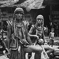 COLLECTIE TROPENMUSEUM Portret van twee krijgers in Bawodobara TMnr 60024846.jpg