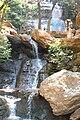 Cachoeira com pessoa.JPG