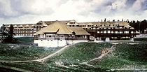 Canyon Hotel, Yellowstone, cropped.jpg