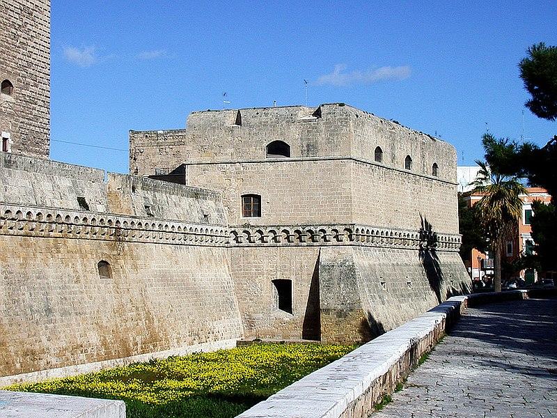 http://upload.wikimedia.org/wikipedia/commons/thumb/f/ff/Castello_di_Bari.jpg/800px-Castello_di_Bari.jpg