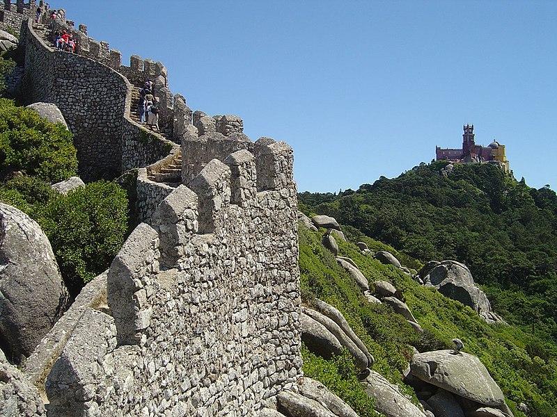 Fichier:Castelo dos Mouros - Sintra ( Portugal )3.jpg