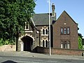 Cemetery gatehouse - geograph.org.uk - 860635.jpg