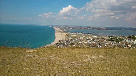 A view of Chesil Beach from New Ground, showing much of Underhill Chesil Beach from New Ground.jpg