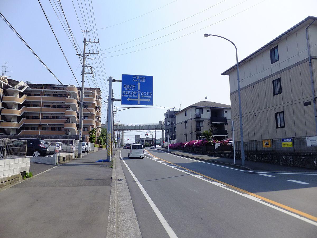 県道沿いの住宅