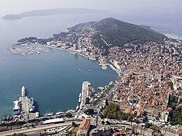 Vista aerea della baia dove sorge Spàlato
