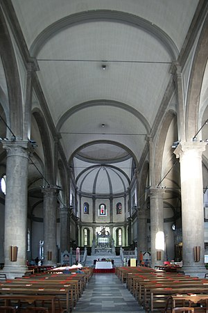 Altarpiece of Pellegrino II - View along the nave onto the illuminated altarpiece in the choir