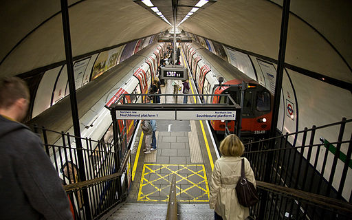 Clapham Common Tube Station Platforms - Oct 2007