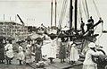 Collectie Nationaal Museum van Wereldculturen TM-60062015 Het laden van een schip met kolen door vrouwen, in de haven van Bridgetown Barbados fotograaf niet bekend.jpg