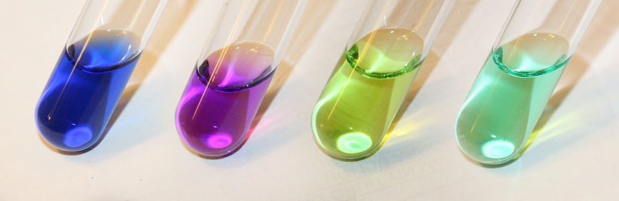 Color of various Ni(II) complexes in aqueous solution. From left to right, [Ni(NH 3) 6] , [Ni(C2H4(NH2)2)] , [NiCl 4] , [Ni(H 2O) 6] Color of various Ni(II) complexes in aqueous solution.jpg