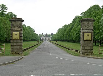 Coombe Abbey - Image: Coombe abbey drive 6y 07