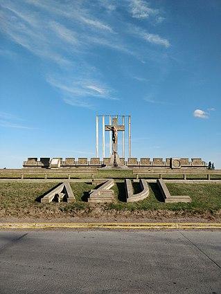 Cruz de acceso a la ciudad de Azul 02.jpg
