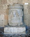 Cylindrical funerary altar (Rhodes) 02.jpg