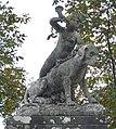 Détail statue appel chasse Trévarez.JPG