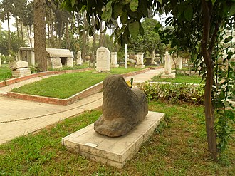 National Museum of Damascus - Image: Damascus National Museum Statue in the Garden