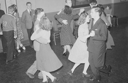 Square dance in Montreal, Quebec in 1941 Dance. Square Dancing at North Branch Y.M.C.A BAnQ P48S1P06773.jpg