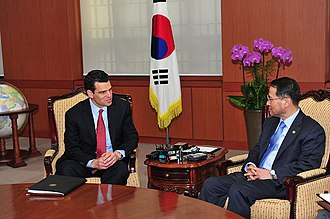 David S. Cohen (attorney) - Cohen (left) in Seoul with Republic of Korea First Vice Minister of Foreign Affairs Kim Kyou-hyun in 2013