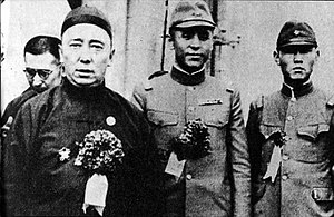 Li Shouxin - Li Shouxin (center), Prince Demchugdongrub (left)