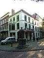 Den Haag - Lange Voorhout 33 met pomp.JPG