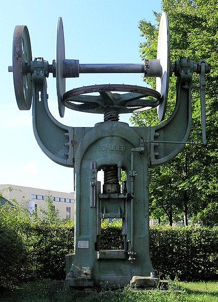 File:Denkmal Wilhelminenhofstr 76 (Oschw) Presse.jpg