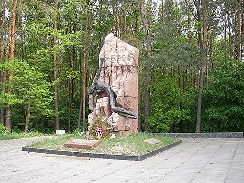 Мемориальный комплекс из двух видов гранитов Окружная Мраморный голубь Верхняя Тура