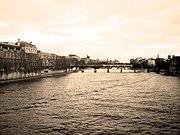 180px-Depuis_le_Pont_du_Carrousel_%285%2