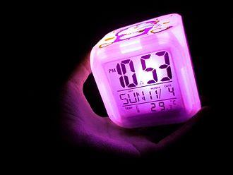 Digital clock - This digital clock reacts to temperature.