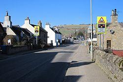 Dingwall No. 2 level crossing from Mill Street (13175875364).jpg