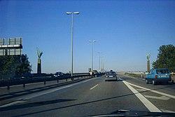 Doppelplastik Begegnungen an der Berliner Brücke, BAB 59 Duisburg, 1999.jpg