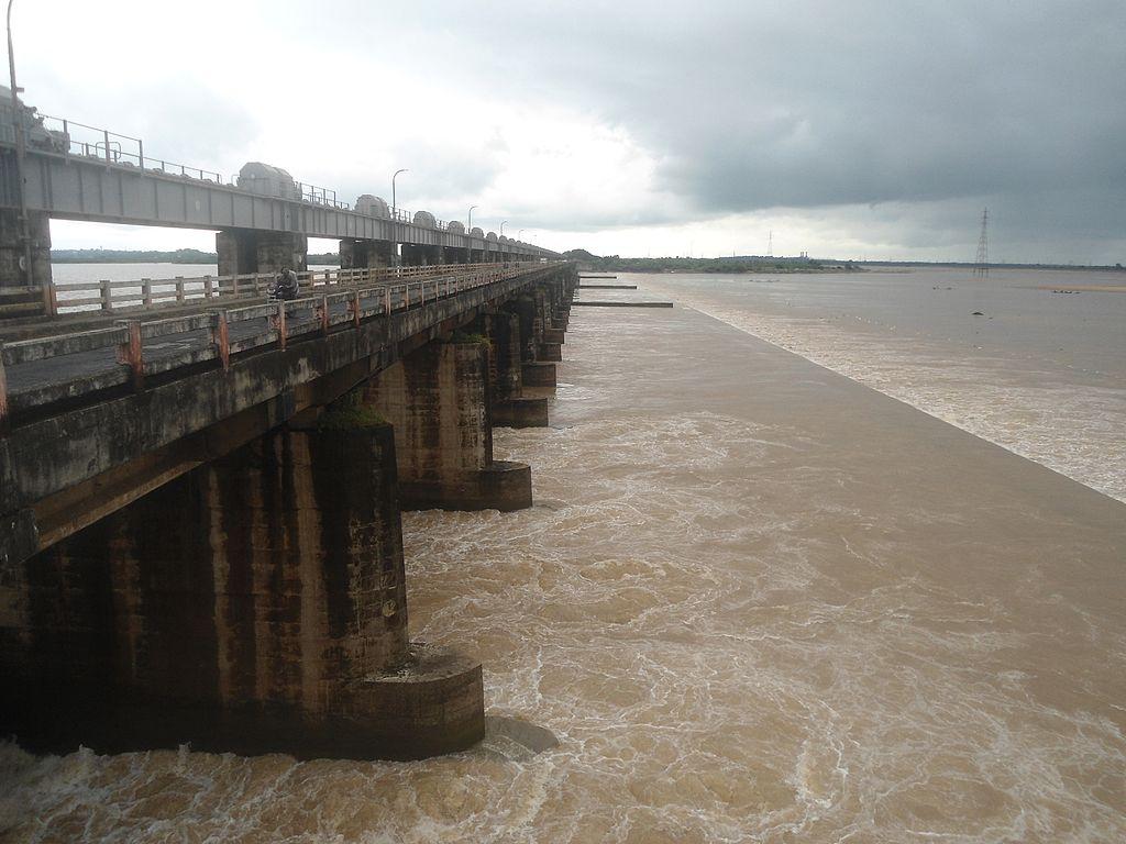 1024px-Dowleswaram_Barrage_near_Rajahmun