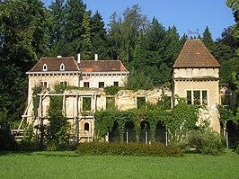 Opeka Manor