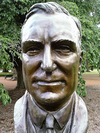 Bust of Earle Page, Prime Ministers Avenue in the Ballarat Botanical Gardens Earle Page bust.jpg