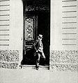 Edmond de Goncourt devant la porte de sa maison.jpg