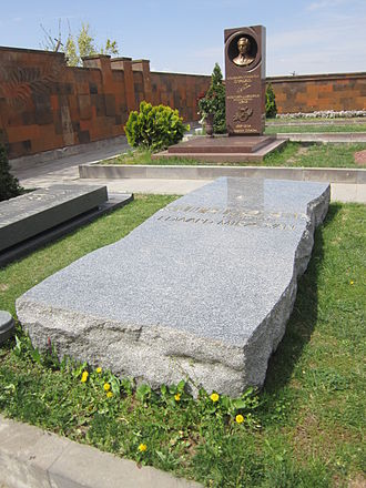 Edvard Mirzoyan - Mirzoyan's tombstone in Komitas Pantheon