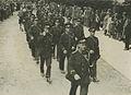 Een groep agenten van politie passeert Wijchen tijdens de 22e vierdaagse. – F40289 – KNBLO.jpg