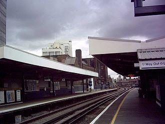Elephant & Castle railway station - Image: Elephant Station platforms 1 & 2