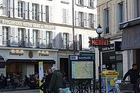 https://upload.wikimedia.org/wikipedia/commons/thumb/f/ff/Entr%C3%A9e_M%C3%A9tro_St-Placide_Paris_1.jpg/275px-Entr%C3%A9e_M%C3%A9tro_St-Placide_Paris_1.jpg