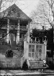 Entrance Stuart-Robertson House Staunton
