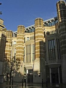 Enirejo al Richmond House, 79 Whitehall, Londono - geograph.org.uk - 306901.jpg