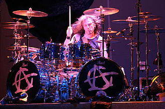 Eric Singer - Eric Singer performing with Alice Cooper